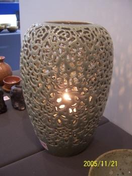 도자기 - 장미 문양 투각 항아리