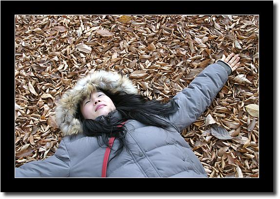 낙엽위에 누워버린 아내