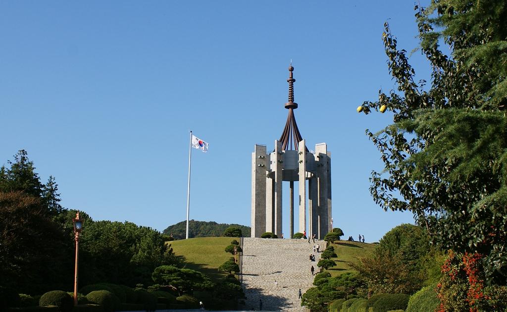 중앙공원 충혼탑