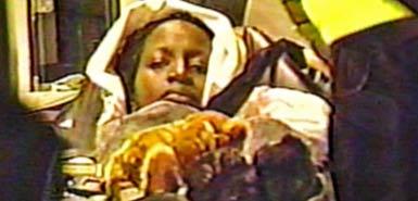 비행기 안에서 아기를 낳은 우간다 여성
