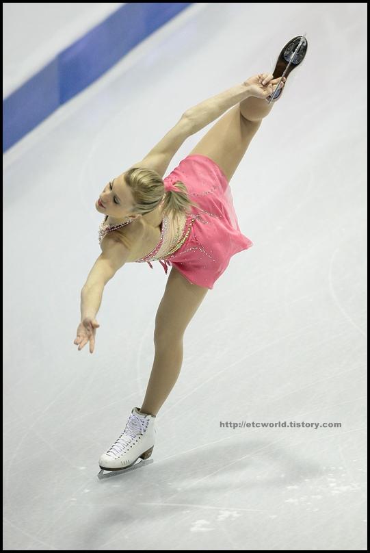 2008/2009 SBS ISU 고양피겨스케이팅 그랑프리 파이널 시니어 여자 싱글 쇼트 프로그램 연기를 펼치는 캐나다의 Joannie ROCHETTE